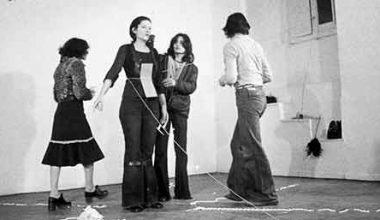 Performans Sanatçısı Kadına Yapılanlar Sizi İnsanlığınızdan Utandıracak